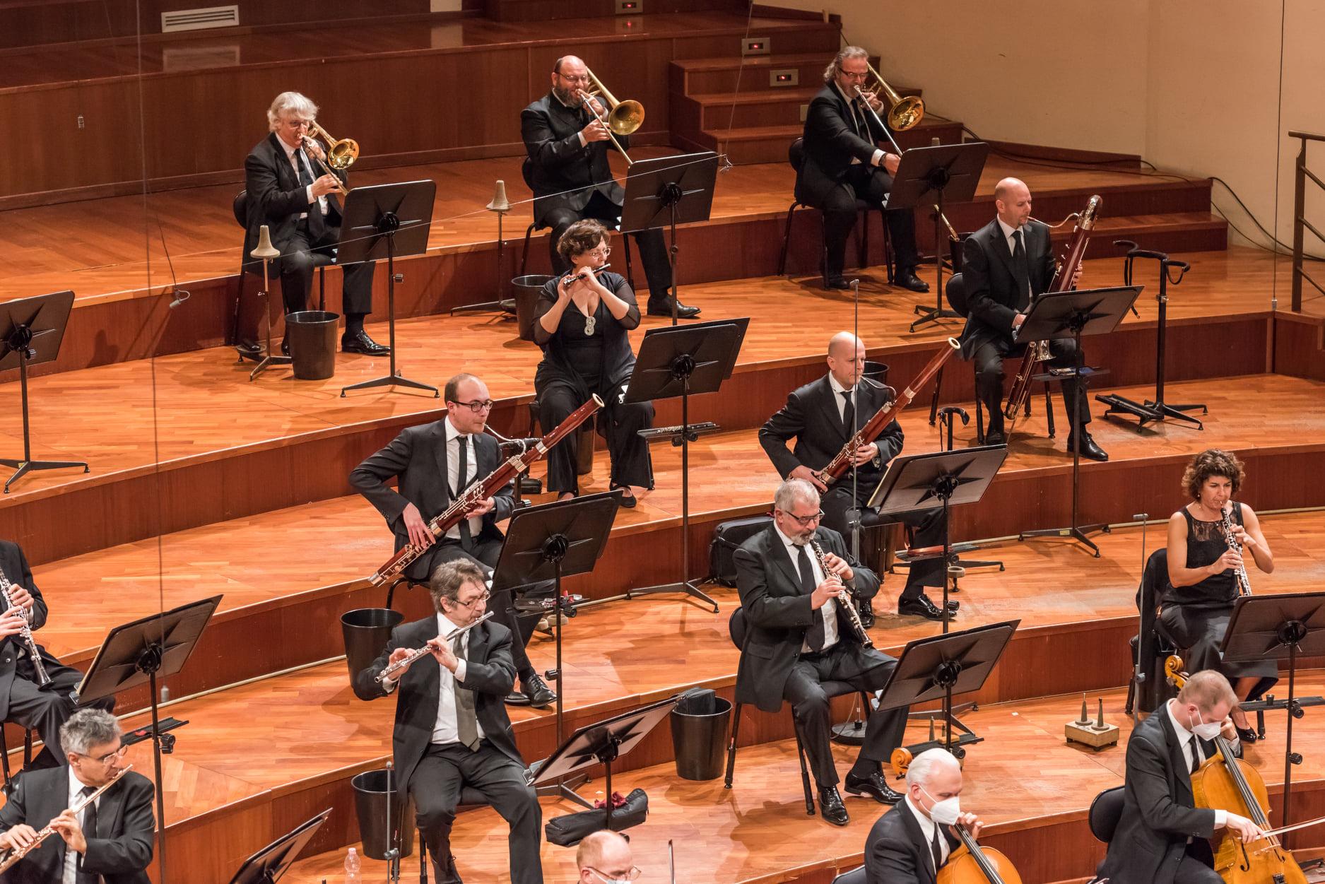 Credits: Più Luce per Orchestra Rai