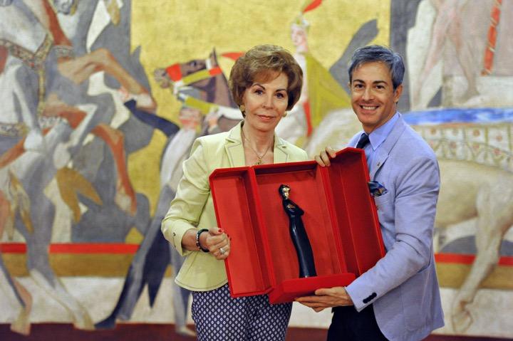 Maria Chiara premiata da Nicola Guerini