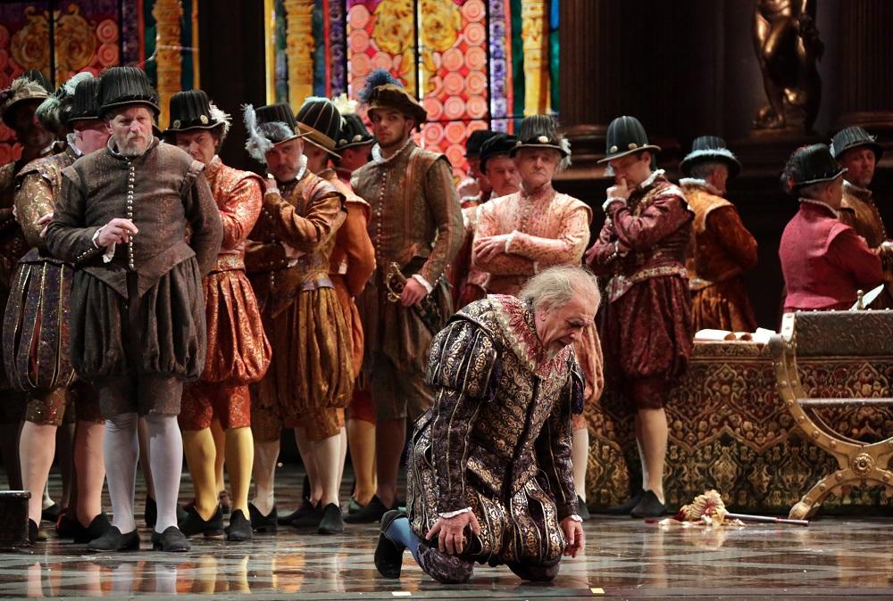 Leo Nucci e Coro - ph. Teatro alla Scala