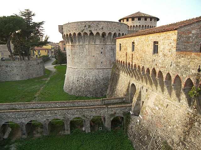 Sarzana: ingresso della fortezza