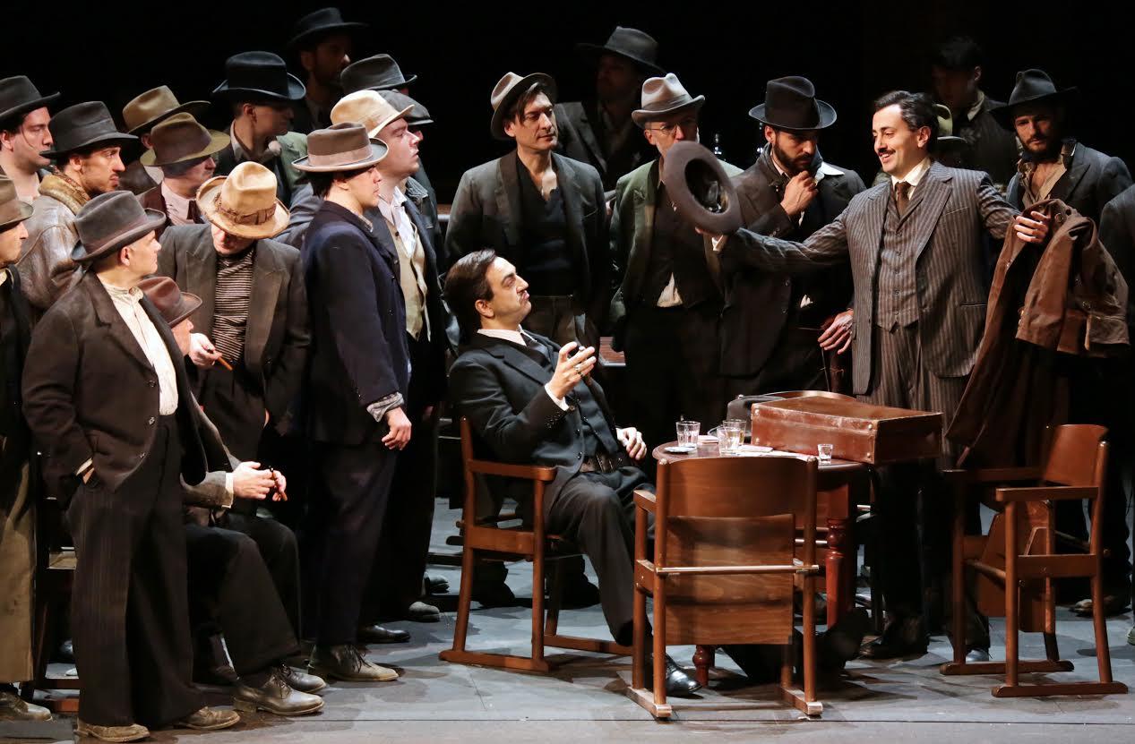 Claudio Sgura in una scena d'insieme - credit Brescia/Amisano - Teatro alla Scala