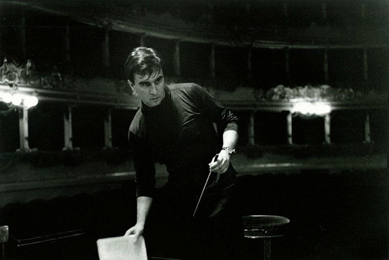 Claudio Abbado nel 1965 - foto Cesare Colombo dal sito www.abbadiani.it