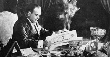 Caruso mentre fuma e si fa una caricatura