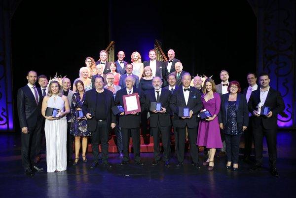 Il gruppo dei premiati con Renè Kollo al centro - foto @ GEPA