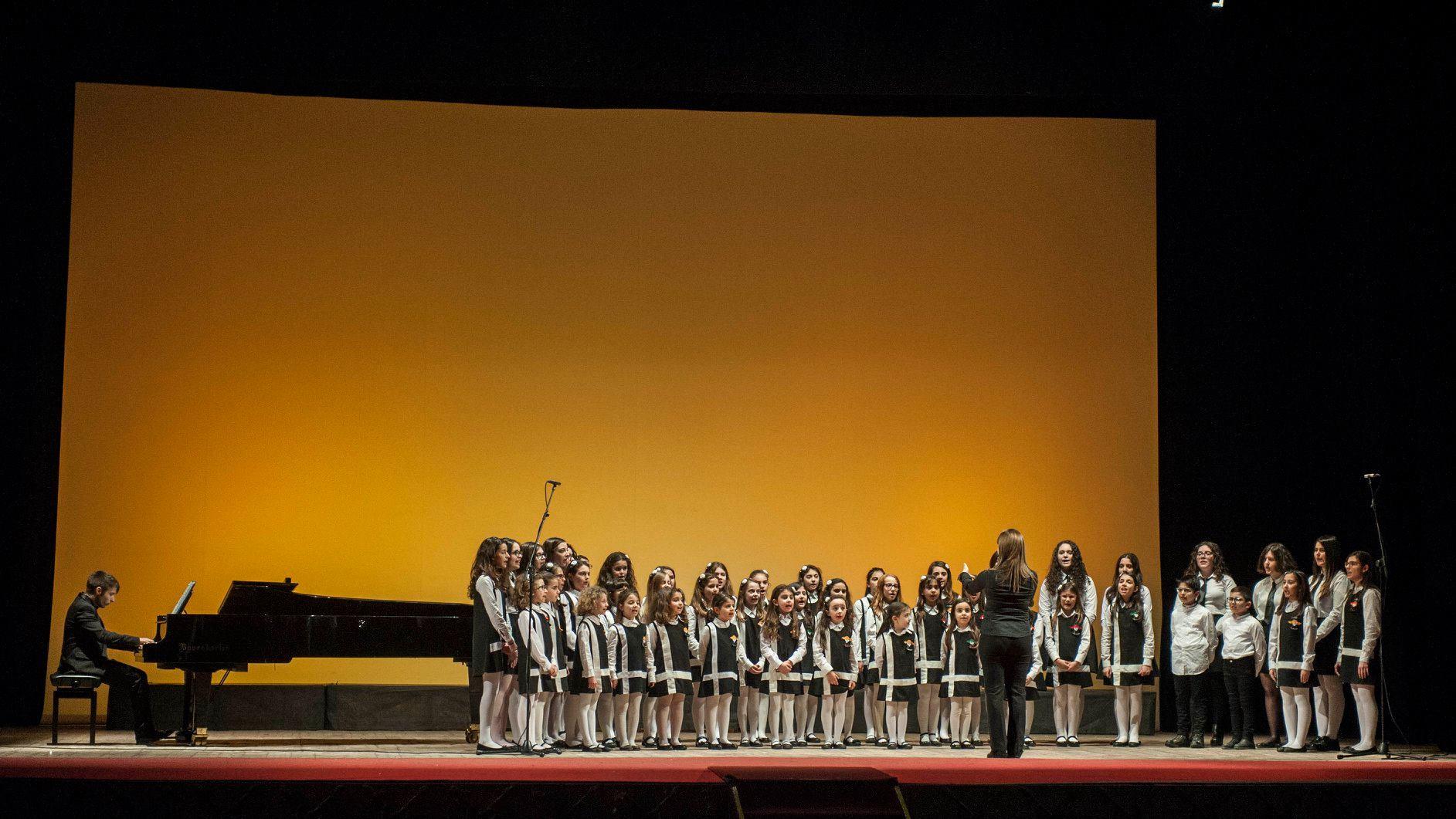 Piccolo Coro di Voci Bianche del Teatro Rendano diretto da Maria Carmela Ranieri