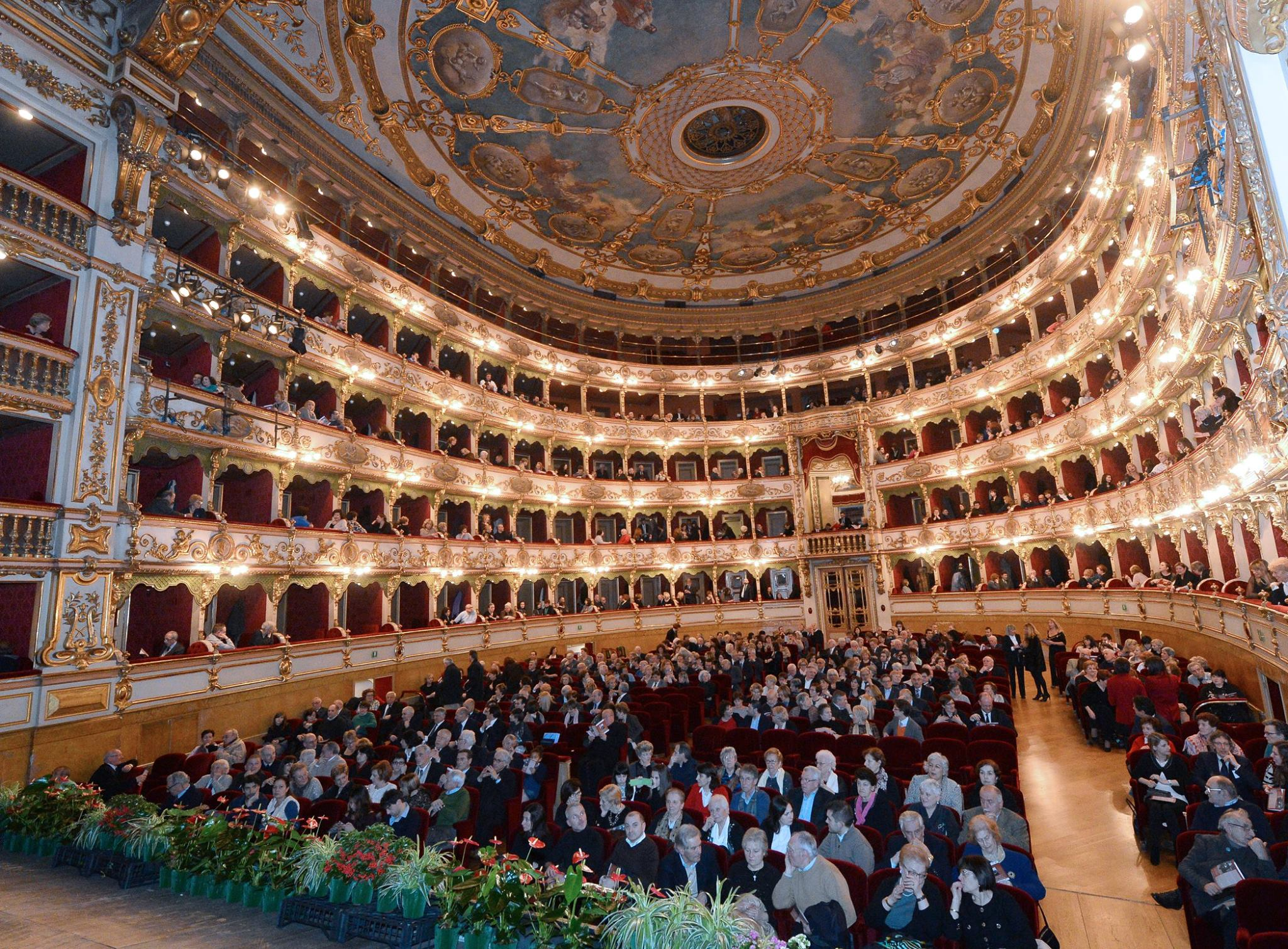 il Teatro Grande durante la serata