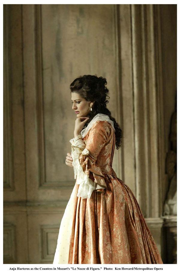 LE NOZZE DI FIGARO: Ken Howard/Metropolitan Opera