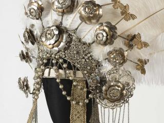 """Luigi Sapelli """"Caramba""""-Corona di Turandot, atto II - foto@ Museo del Tessuto Prato"""