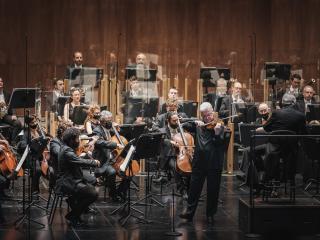 Zubin Mehta, Pinchas Zukerman e l'Orchestra del MMF (foto Michele Monasta)