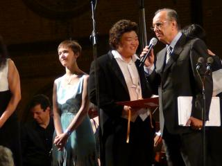 Jung Hoon Kim premiato da Leo Nucci - foto di OperaClick