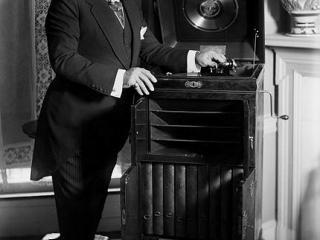 Caruso alle prese con il fonografo
