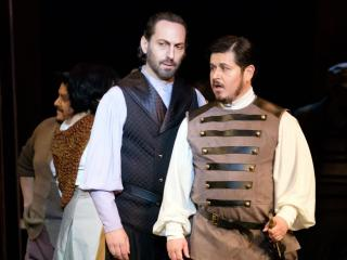 Giuseppe Altomare as Iago and Enrique Guzmán as Roderigo in OTELLO - COPYRIGHT Ópera de Bellas Artes - Ana Lourdes Herrera