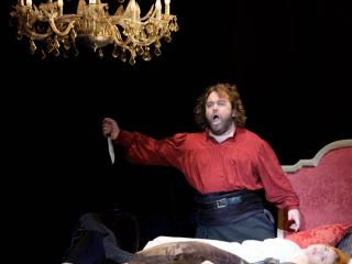 Kristian Benedikt in the final scene of OTELLO - COPYRIGHT Ópera de Bellas Artes - Ana Lourdes Herrera
