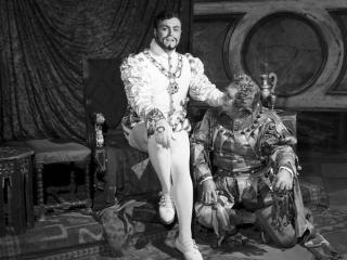 Luciano Pavarotti nel ruolo del Duca di Mantova