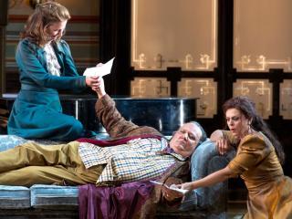 sulla destra Fiorenza Cedolins accanto a Ambrogio Maestri e Stephanie Houtzeel - © Silvia Lelli