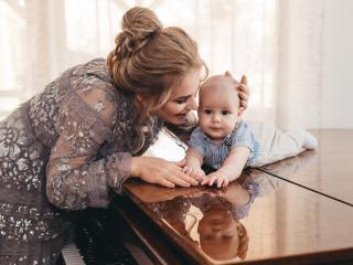 Mihaela Marcu con suo figlio Cassian