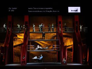 immagine di scena - foto del Teatro Petruzzelli
