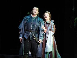 Shalva Mukeria accanto a Edita Gruberova in una produzione di Anna Bolena a Tokyo