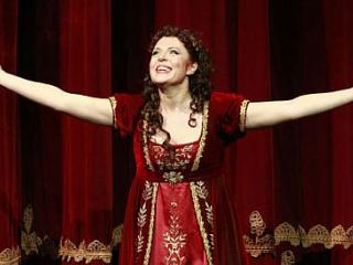 Martina Serafin nel ruolo di Tosca - foto Falsini