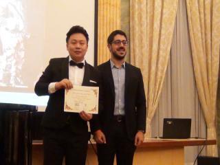 Wang Chuan premiato da Andrea Catania - foto di OperaClick