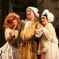 Carla Di Censo (Clorinda), Simone Alaimo (Don Magnifico)  e Larissa Schmidt  (Tisbe)