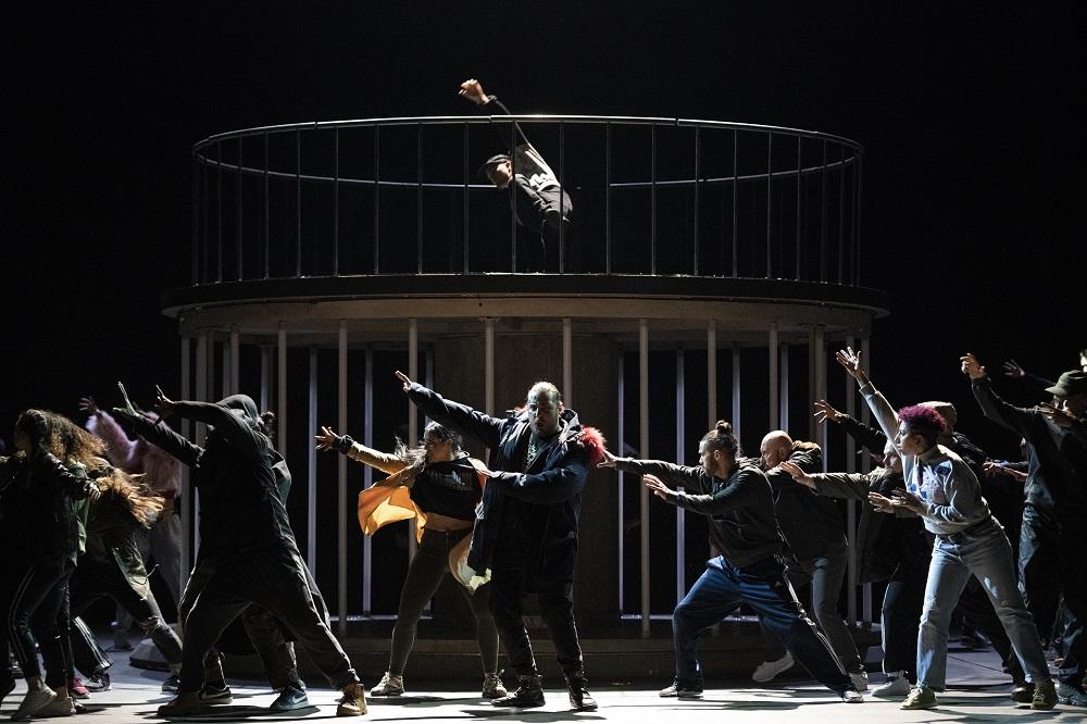 Florian Sempey (Bellone/Adario) - ph. Little Shao / Opéra national de Paris