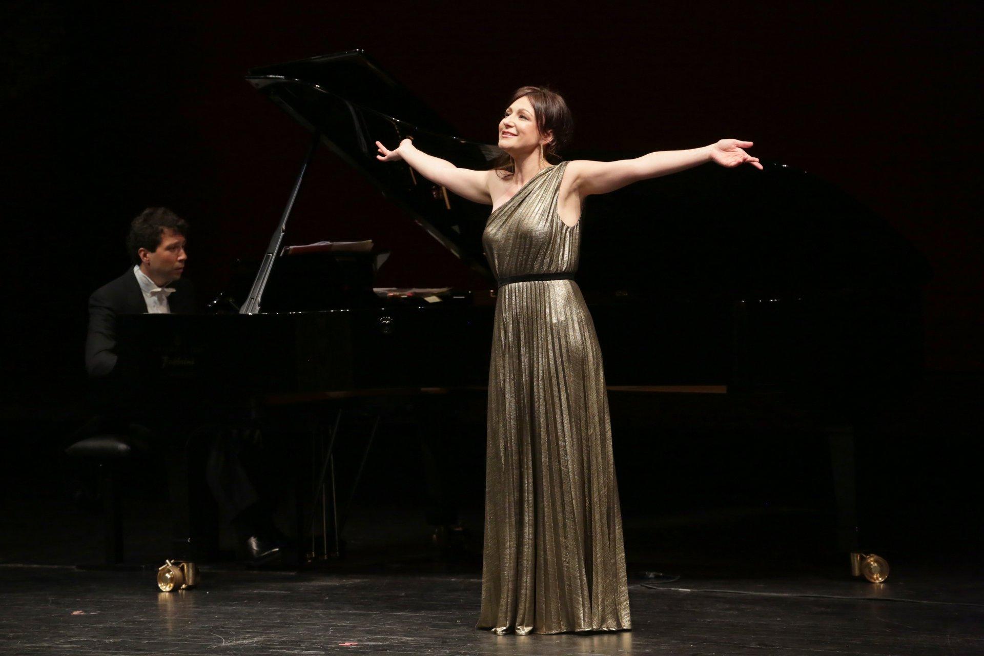 Irina Lungu e Michele Gamba - Foto dalla pagina Facebook del Teatro alla Scala