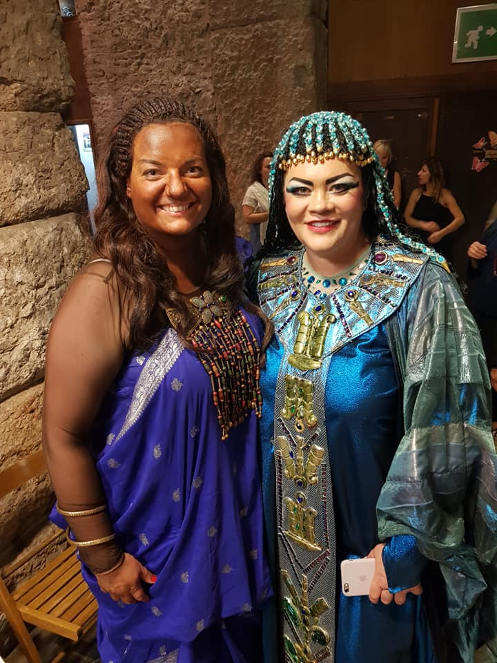 Rebeka Lokar con Violeta Urmana durante la sostituzione di Aida all'Arena di Verona