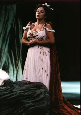 Norma - soprano Denia Gavazzeni Mazzola