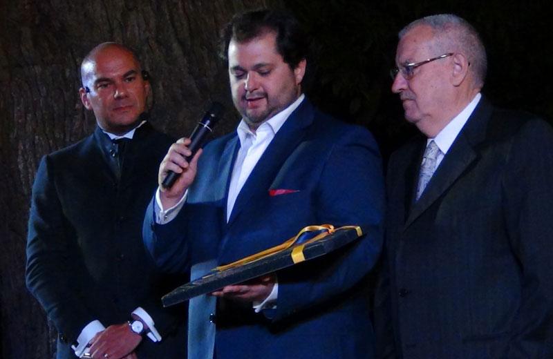 Celso Albelo durante la premizione, fra Davide Da Como e il Comm. Pezzini - foto di Danilo Boaretto
