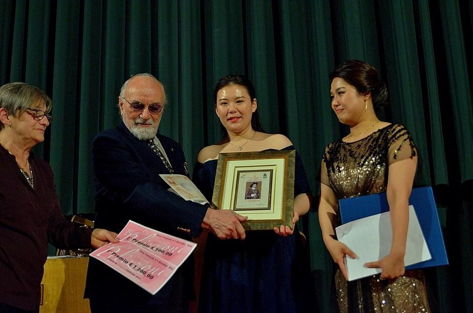 Renato Bruson premia Ling Qi e Yang Durum- foto Angelo Bolsi