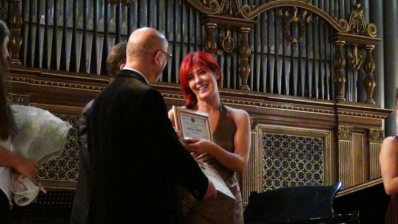 2° premio a Adriana Di Paola, premiata da Marco Spada e Paolo Arcà - foto di OperaClick